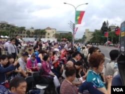 參加慶典的海外華僑(美國之音許波拍攝)