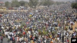 People protest in Nigeria's northern city of Kano on January 16, 2012, before unions called off strikes over high fuel prices.