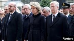 (从左至右)比利时总理米歇尔、马蒂尔德王后和菲利普国王在比利时议会参加悼念布鲁塞尔周二炸弹恐袭死难者的纪念仪式。(2016年3月24日)
