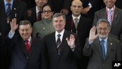 Gil Kerlikowske (en el centro) llegó a Lima para participar en la Conferencia Internacional Antidrogas que terminó este martes.