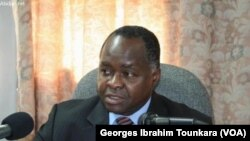 Hubert Oulaye, ancien ministre ivoirien, accusé de complicité d'assassinat dans le cadre de la mort de sept Casques bleus et huit civils en 2012, sur une photo prise le 10 juin 2017 à Abidjan. (VOA/Georges Ibrahim Tounkara)