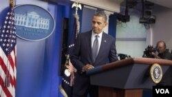 Presiden Barack Obama meninggalkan podium sesaat setelah mengumumkan penarikan seluruh tentara Amerika dari Irak akhir tahun ini (foto:dok).
