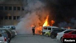 Serangan bom mobil di luar gedung pemerintah kota Adana, hari Kamis (24/11).