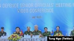 Thứ trưởng Quốc phòng Việt Nam Nguyễn Chí Vịnh tại cuộc họp Các quan chức Quốc phòng cấp cao ASEAN mở rộng được tổ chức trực tuyến từ Hà Nội hôm 7/7.