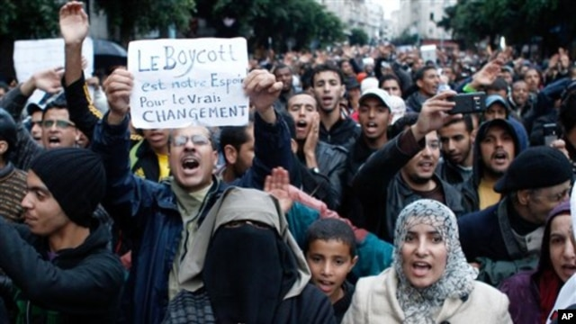 Anti-government protesters shout during a rally organized by the Moroccan Arab Spring movement in Casablanca, Nov 20, 2011.