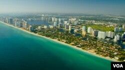 En ciudades como Miami, el uso del idioma español está ampliamente extendido debido a la histórica presencia de comunidades de inmigrantes.