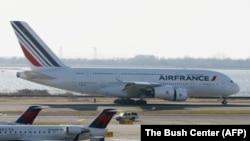 ایرفرانس قرار است پس از حدود هشت سال پروازهای مستقیم پاریس به تهران را از ۲۹ فروردین ماه از سر بگیرد.