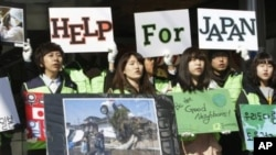 South Korean college students take part in a fundraising campaign for victims of last Friday's earthquake and tsunami in Japan, in downtown Seoul, South Korea, March 17, 2011