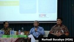 Para pembicara dalam sarasehan mengenai UU ASN di Yogyakarta (Foto: VOA/Nurhadi Sucahyo)