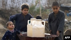 Пакистанські віддалені райони не мають щоденного постачання питної води.