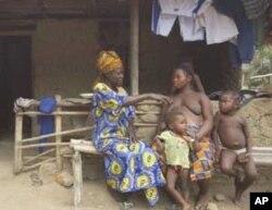 ຊາວບ້ານ Mongunde ໃນປະເທດ Sierra Leone ຊຶ່ງກໍເປັນປະເທດດ້ອຍພັດທະນາ ຫລື LDC ປະເທດນຶ່ງ ໃນຈໍານວນ 49 ປະເທດ ຂອງໂລກ ໂຮມທັງ ສປປ ລາວ ນໍາ.