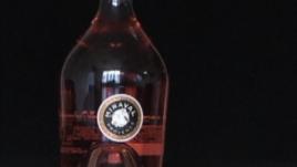Jolie-Pitt, tani prodhojnë verë