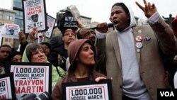 En las manifestaciones los personas han usado sudaderas con capucha similares a la que llevaba Martin el día de su muerte.