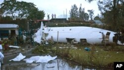 Rongsokan pesawat Fokker yang jatuh di Goma, Kongo (4/3).