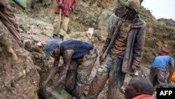 Baadhi ya wachimbaji madini katika moja ya migodi huko DRC.