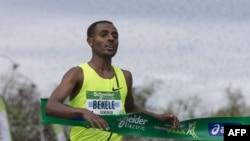 Atileeti Qananiisaa Baqqalee maratoonii Paaris 2:05:06tti rekordii haaraan moo'e