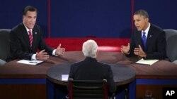 22일 미 플로리다주 린 대학에서 3차 대통령 후보 공개토론에 참석한 공화당 미트 롬니 후보(왼쪽)고 민주당 바락 오바마 대통령.