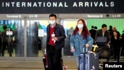 Hành khách từ Thượng Hải, Trung Quốc, đến sân bay ở Los Angeles, Mỹ, vào ngày 26/1/2020.