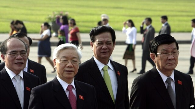 Vietnam's chairman of the National Assembly Nguyen Sinh Hung, left, Communist Party chief Nguyen Phu Trong, second from left, Prime Minister Nguyen Tan Dung, third from left, and President Truong Tan Sang, Hanoi, May 20, 2013.
