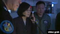 台灣總統蔡英文12月23日視察了空軍作戰指揮部.(蔡英文臉書網頁視頻截圖)