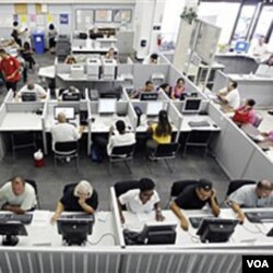 Para pencari kerja di biro informasi pekerjaan di Las Vegas, Nevada. Pemulihan ekonomi AS berjalan lamban akibat tingginya angka pengangguran.
