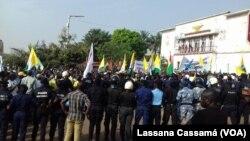 Presença policial na manifestação em Bissau