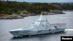 La corveta sueca HMS Visby patrulla el Archipiélago de Estocolmo en busca de un submarino extranjero.