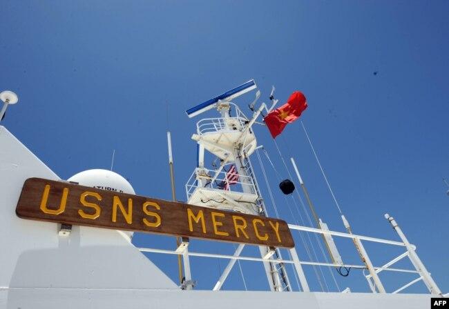 """美國海軍醫院船""""仁慈號""""訪問越南峴港。 (2008年6月20日)"""