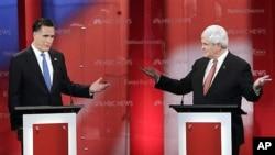 미국 공화당 대선후보 토론회에서 공방을 벌이는 롬니 후보(왼쪽)와 깅그리치 후보