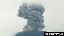 Erupsi Gunung Agung Bali, Kamis, 11 Januari 2018. (Foto: Humas BNPB)