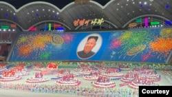 """资料照:朝鲜大型歌舞演出""""人民的国家"""" (美国之音江真拍摄)"""