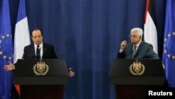 프랑수아 올랑드 프랑스 대통령(왼쪽)이 18일 팔레스타인 라말라에서 마흐무드 압바스 팔레스타인 자치정부 수반과 공동기자회견을 가졌다.