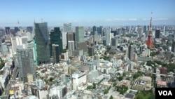 The skyline of Japan's capital, Tokyo. (S. Herman/VOA)