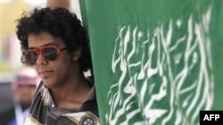 Архив: саудовец с флагом королевства