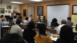 Ms. Va Sophier is sharing her experience as a patient to a group of health care providers in a seminar.