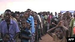 Người Somalia tị nạn vì nạn đói và những người tản cư vì chiến tranh ở trong trại Dollo Ado của Ethiopia