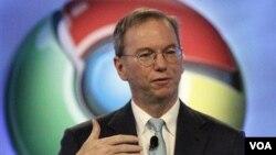 El presidente del buscador más popular en la red, Eric Schmidt, anunció su renuncia en la casa matriz de la compañía en San Francisco.
