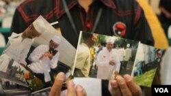 Bukti foto yang menunjukkan keterlibatan pejabat pemerintah kabupaten bangkalan pada Kampanye pasangan PrabowoHatta. (VOA/Petrus Riski)