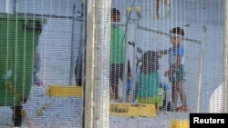 Anak-anak para pengungsi bermain di kamp di Kepulauan Nauru (foto: dok).
