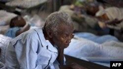 Gần 10.000 người đã được đưa vào bệnh viện để điều trị kể từ khi bệnh tả bộc phát hồi cuối tháng trước