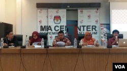 Diskusi tentang Potret kepala daerah perempuan terpilih dalam Pilkada Serentak 2018 di kantor KPU di Jakarta, Rabu (1/8). (Foto: VOA/Fathiyah)