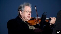 "FILE - Itzhak Perlman plays the violin during the National Menorah lighting in celebration of Hanukkah near the White House in Washington, Dec. 10, 2010. The Israeli-American violinist has been awarded this year's ""Jewish Nobel"" on Monday, Dec. 14, 2015."