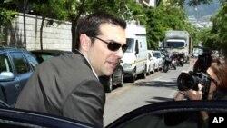 16일 그리스 대통령궁에서 정당 지도자 회담을 마치고 나오는 시리자 당의 알렉시스 치프라스 대표.