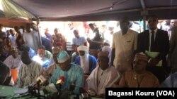 Les membres de la COPA réunis à Niamey, 17 mars 2016 (VOA/Bagassi Koura)