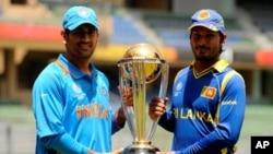 بھارت اور سری لنکا کی ٹیموں کے کپتان ورلڈ کپ کے ساتھ