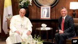 프란치스코 로마 카톨릭 교황이 24일 요르단을 방문해 압둘라 국왕을 만나고 있다.
