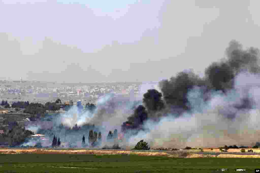 Smoke rises from a fire as a result of fighting in the the Syrian village of Quneitra near the border with Israel, as seen from an observatory near the Quneitra crossing, June 6, 2013.