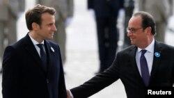ေရြးေကာက္ပြဲအႏိုင္ရ Emmanuel Macron ႏွင့္ ျပင္သစ္သမၼတ Francois Hollande