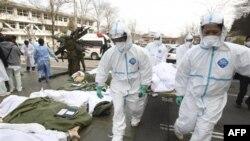 Spasilačke ekipe u Japanu prebacuju u bolnicu građane za koje se sumnja da su bili izloženi radijaciji, u okolini oštećene nuklearne elektrane Fukušima