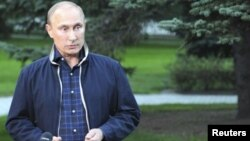 Putin dijo a la prensa en Vladivostok que antes de lanzar un ataque a Siria hay que pensar en las víctimas que provocará.
